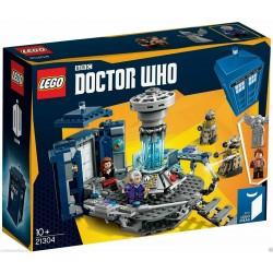 LEGO 21304 IDEAS -011 BBC DOCTOR WHO TARDIS Clara Oswald Daleks – Andrew Clark